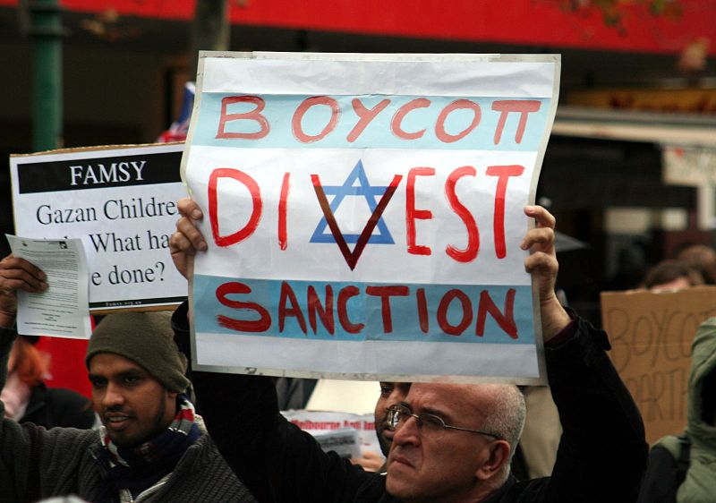 BDS supporters threatened to kill Jews as they protested outside of an Israeli expo in South Africa. Photo: Mohamed Ouda via Wikimedia Commons.